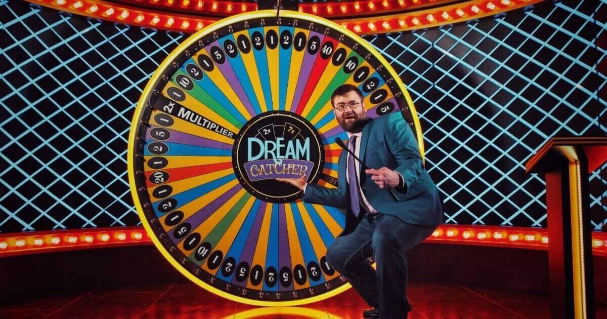 91/5000 Did you mean: Live Dream Catcher from Evolution Gaming is a social game based on the renown lucky wheel. Live Dream Catcher fra Evolution Gaming er et socialt spil baseret på det kendte lyckhjulet.