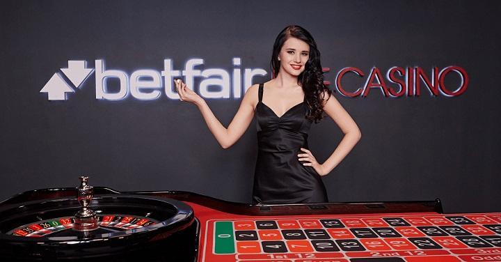Ligesom slotmaskinerne er det live casinoet også værtet af Playtech hos Betfair.